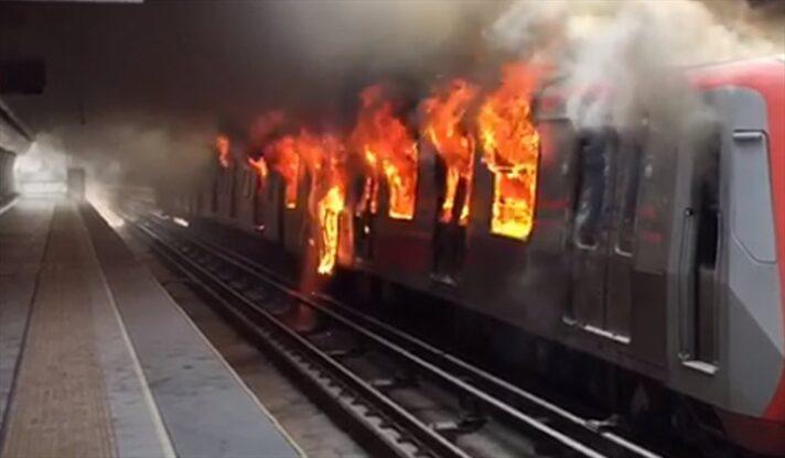 Incendia metro de Chile