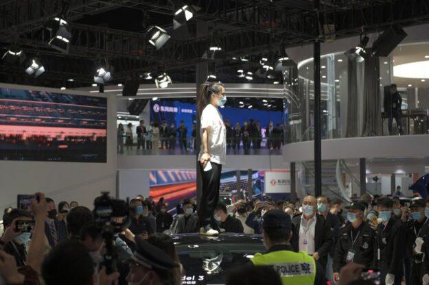 China desafía el Tesla superb de Elon Musk